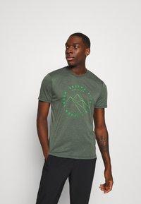 Salewa - ALTA VIA DRY TEE - T-shirt z nadrukiem - deep forest melange - 0