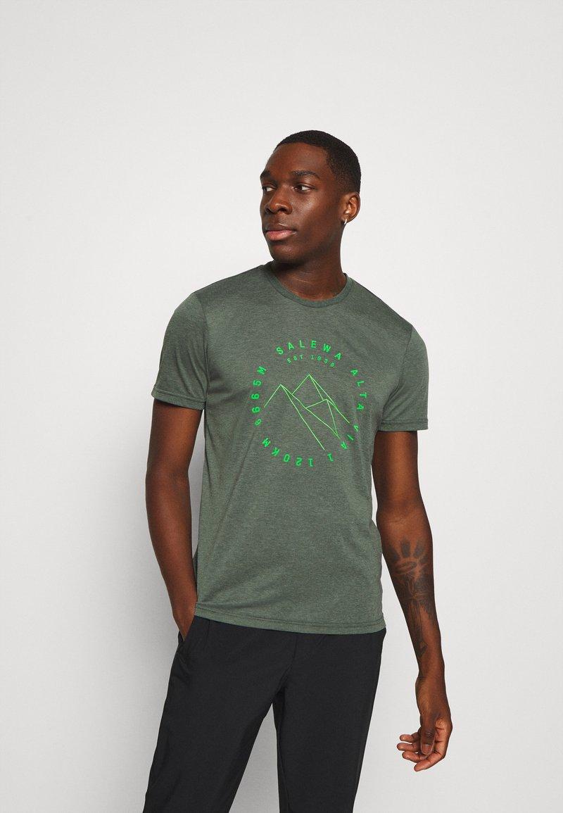 Salewa - ALTA VIA DRY TEE - T-shirt z nadrukiem - deep forest melange