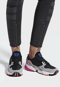 adidas Originals - FALCON - Sneakers laag - black - 0