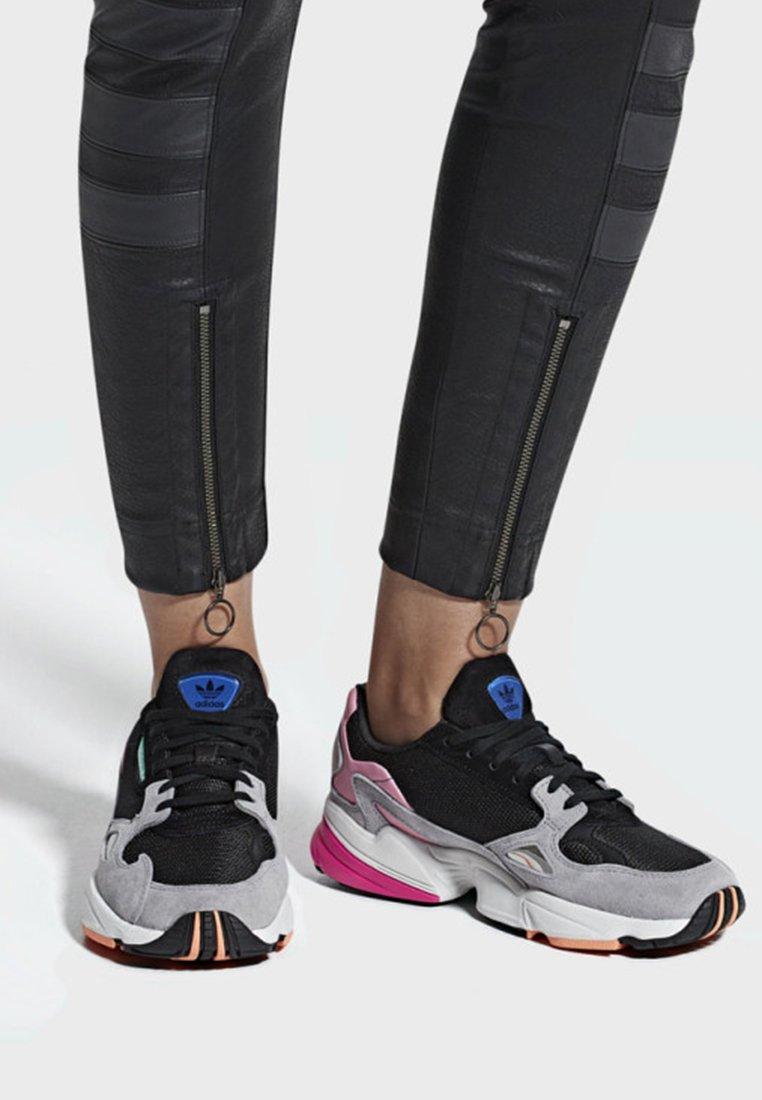 adidas Originals - FALCON - Sneakers laag - black