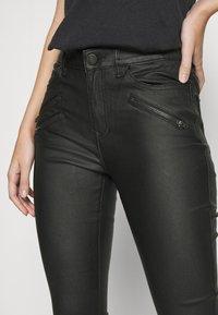 Vila - VICOMMIT COATED ZIP PANTS - Jeans Skinny Fit - black - 4