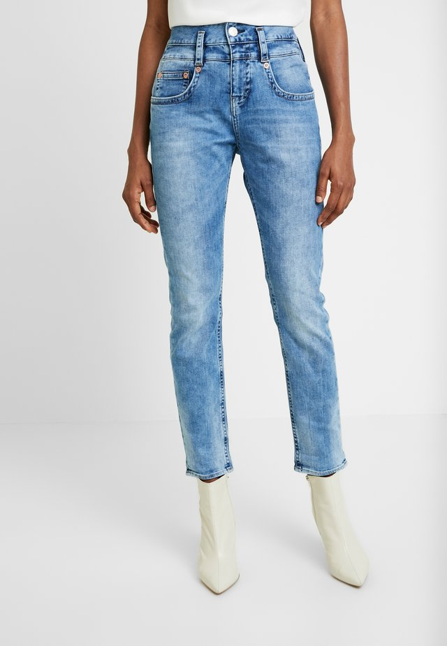 PITCH MOM DENIM STRETCH - Jeansy Straight Leg - blue denim