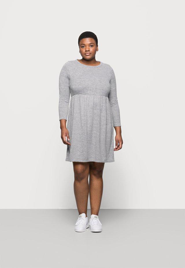 SOFT TOUCH DRESS - Pletené šaty - grey