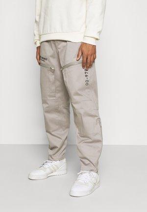 P-AMBRIDGE-A - Cargo trousers - light grey