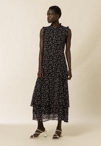 IVY & OAK - Maxi dress - aop- black - 1