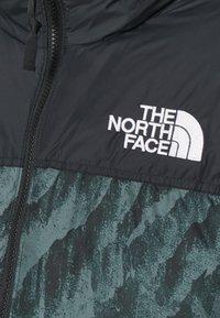 The North Face - PRINTED 1996 RETRO NUPTSE JACKET UNISEX - Down jacket - balsam green - 2
