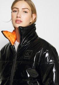 Karl Kani - OG GLOSSY PUFFER JACKET  - Winter jacket - black - 3