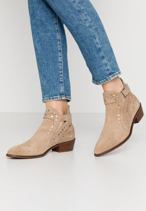 Ankle boots - basket bambi