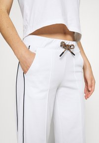 Peak Performance - FLOW WIDE PANT - Tracksuit bottoms - white - 4