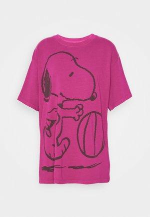 LEVI'S X PEANUTS GRAPHIC - T-shirt con stampa - fuschia red