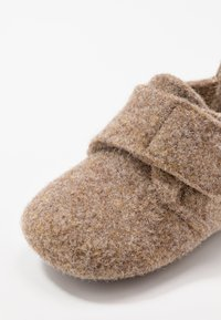 Bisgaard - BABY HOME SHOE - Slippers - camel - 2