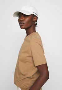 ARKET - Camiseta básica - beige - 3