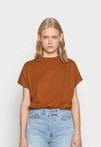 Weekday - PRIME - Basic T-shirt - dark orange - 0
