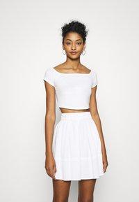 NA-KD - PAMELA REIF OFF SHOULDER  - Basic T-shirt - white - 0