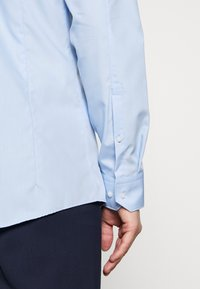 HUGO - ELISHA - Formal shirt - light/pastel blue - 5