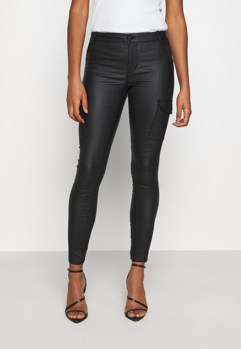 ONLY - ONYROYAL COATED PANT - Pantalon cargo - black