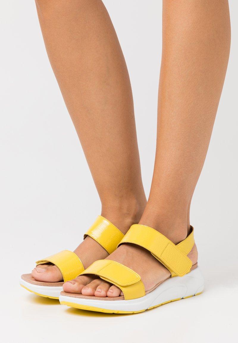 Caprice - Sandály na platformě - yellow