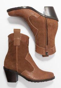 Alberto Zago - Cowboy/biker ankle boot - tan - 3