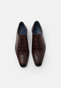Brett & Sons - Elegantní šněrovací boty - cognac - 3