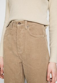 Topshop - RUNWAY - Relaxed fit jeans - taupe - 4
