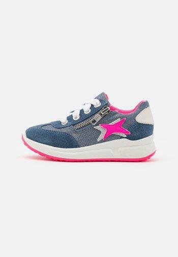 MERIDA - Sneakers laag - blau/rosa
