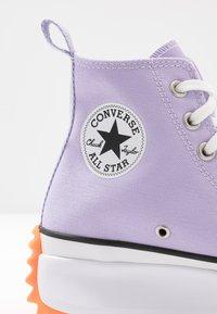 Converse - RUN STAR HIKE - Baskets montantes - moonstone violet/white/total orange - 5