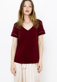 Camaïeu - COL V  - T-shirt basique - bordeaux - 0