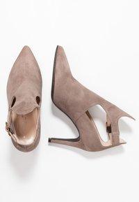 Brenda Zaro - DIAN - Højhælede støvletter - lodo - 3