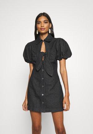COMPARISON DRESS - Jeansklänning - black denim