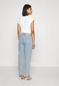 Selected Femme - MOM - Straight leg jeans - light blue denim - 2