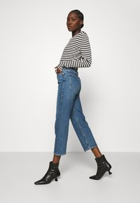 ARKET - Relaxed fit jeans - dark mid blue - 3