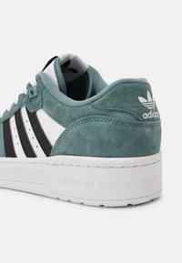 adidas Originals - RIVALRY UNISEX - Zapatillas - white/hazy emerald/core black - 4
