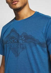Jack Wolfskin - CROSSTRAIL GRAPHIC - Print T-shirt - indigo blue - 5