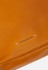FREDsBRUDER - CAPTAIN - Handbag - dark honey