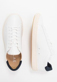 Clae - BRADLEY VEGAN - Matalavartiset tennarit - white/navy - 1