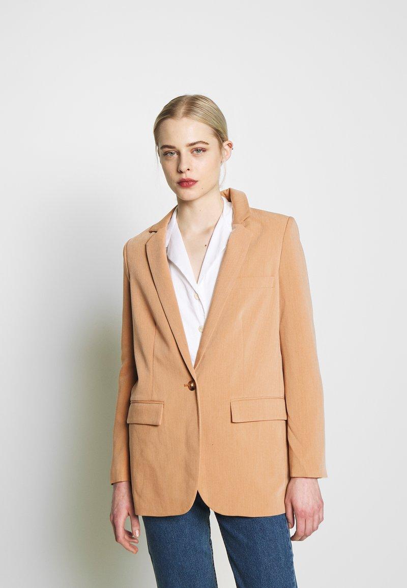 Object - OBJSIRINGA - Krátký kabát - humus