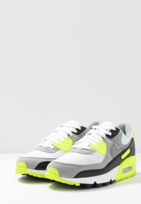 Nike Sportswear - AIR MAX 90 - Sneakers - white/particle grey/light smoke grey/black/volt - 3
