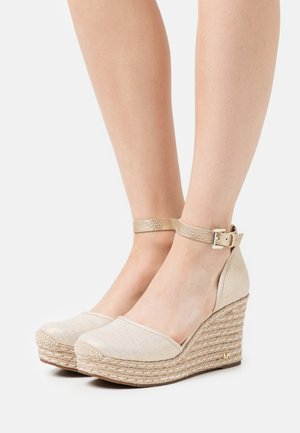 KENDRICK WEDGE - Sandalen met plateauzool - pale gold