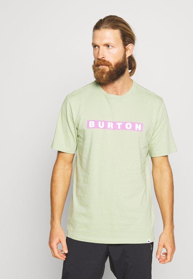 VAULT SHORT SLEEVE  - T-Shirt print - sage green