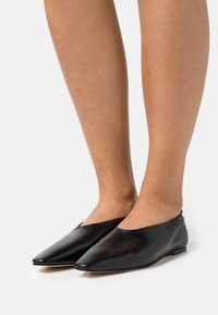 Joseph - POINTY SQUARE - Instappers - black - 0