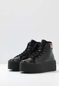 Versace Jeans Couture - HIGH UPPER PLATFORM SOLE - Sneakersy wysokie - nero - 4
