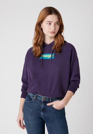Huppari - purple velvet