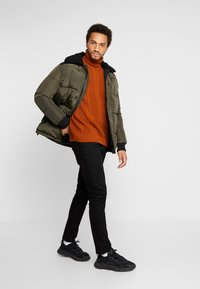 New Look - CABLE PATTERN ROLL NECK - Neule - burnt orange - 1