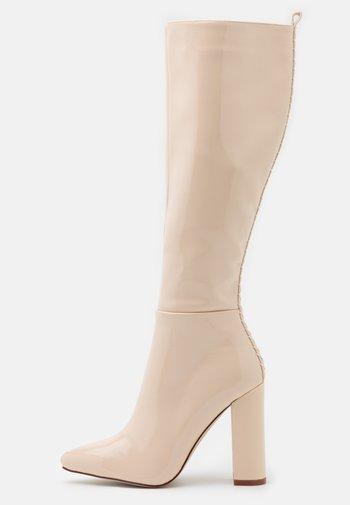 Boots med høye hæler