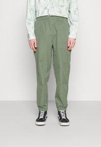 Carhartt WIP - HURST PANT - Tracksuit bottoms - dollar green - 0
