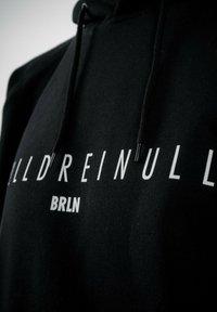 PLUSVIERNEUN - BERLIN - Hoodie - black - 6