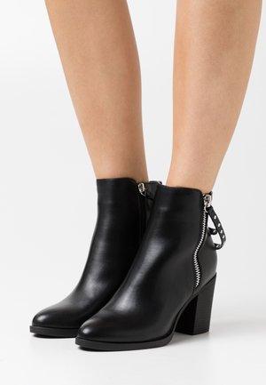 ONLTALEEN ZIPPER   - Kotníkové boty - black