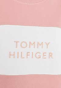 Tommy Hilfiger - RELAXED BOX  - Sweatshirt - soothing pink - 5