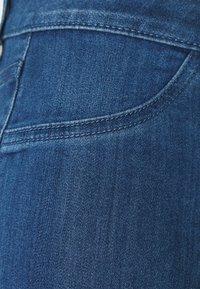 Vila - VIJEGGY CAPRI - Shorts - medium blue denim - 2