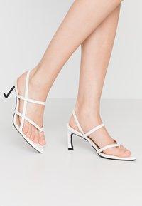 NA-KD - POINTY SOLE TOE STRAP  - Sandály - offwhite - 0